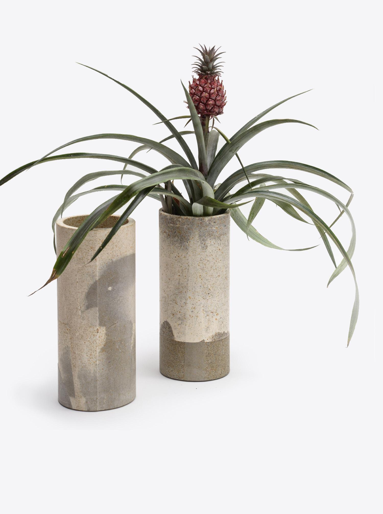 Vase rusty grau