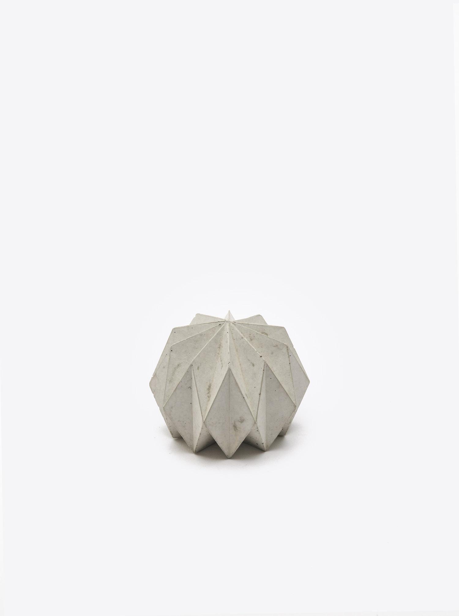 """Briefbeschwerer """"Origami"""" Beton"""